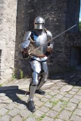 Ritter vor Ruine